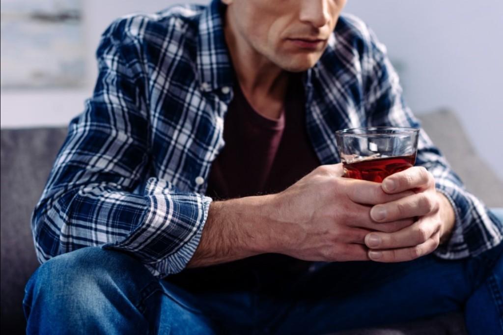 problemas con consumo de alcohol